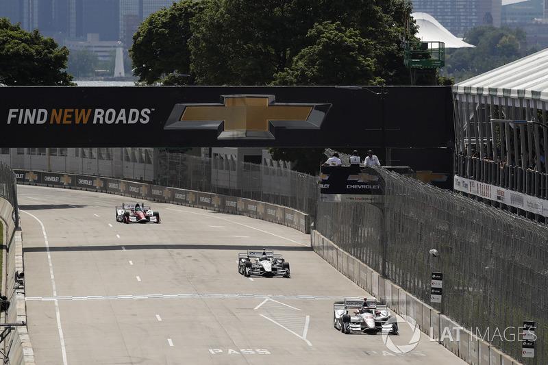 Will Power, Team Penske, Chevrolet; Josef Newgarden, Team Penske, Chevrolet; Carlos Munoz, A.J. Foyt Enterprises, Chevrolet