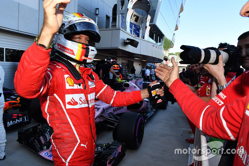 Vettel rompió el monopolio de Mercedes en poles