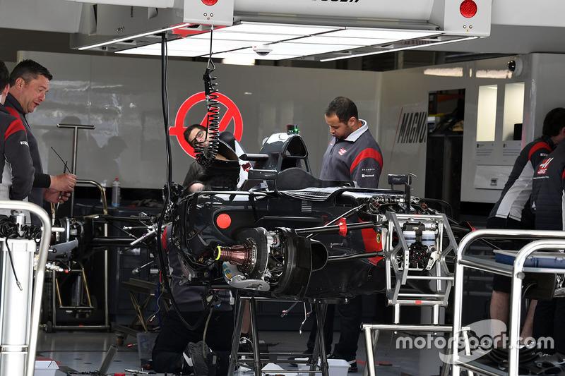 Detalle del chasis y frenos delanteros del Haas F1 Team VF-17