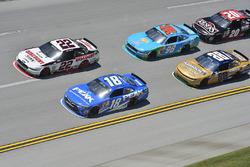 Joey Logano, Team Penske, Ford; Daniel Suarez, Joe Gibbs Racing, Toyota