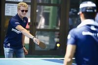 Marcus Ericsson, Sauber, Pascal Wehrlein, Sauber, play table tennis