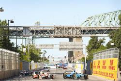 Sébastien Buemi, Renault e.Dams, leads Nick Heidfeld, Mahindra Racing