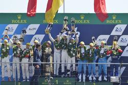Podium: 1. Timo Bernhard, Earl Bamber, Brendon Hartley, Porsche Team; 2. Ho-Pin Tung, Oliver Jarvis,