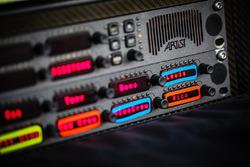 Кнопки радиообмена на командном мостике Mercedes AMG F1