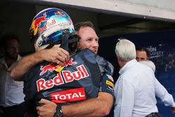 Победитель гонки Даниэль Риккардо, Red Bull Racing и Кристиан Хорнер, руководитель Red Bull Racing