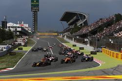 Пьер Гасли, Prema Racing, Норман Нато, Racing Engineering и Николя Латифи, DAMS на старте гонки