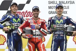 Ganador de la carrera Andrea Dovizioso, Ducati Team, segundo Valentino Rossi, Yamaha Factory Racing, tercero Jorge Lorenzo, Yamaha Factory Racing