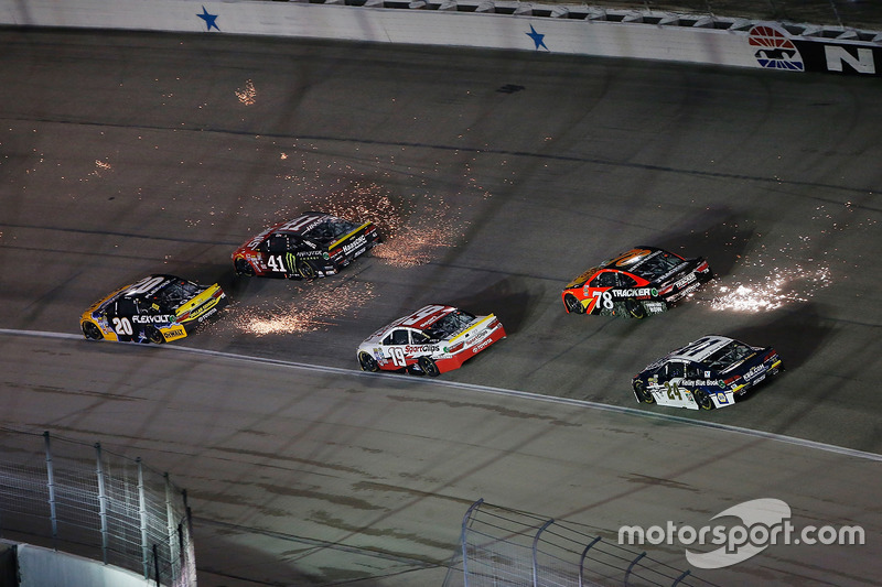NASCAR, Fort Worth 2016: Matt Kenseth, Kurt Busch und Martin Truex Jr.