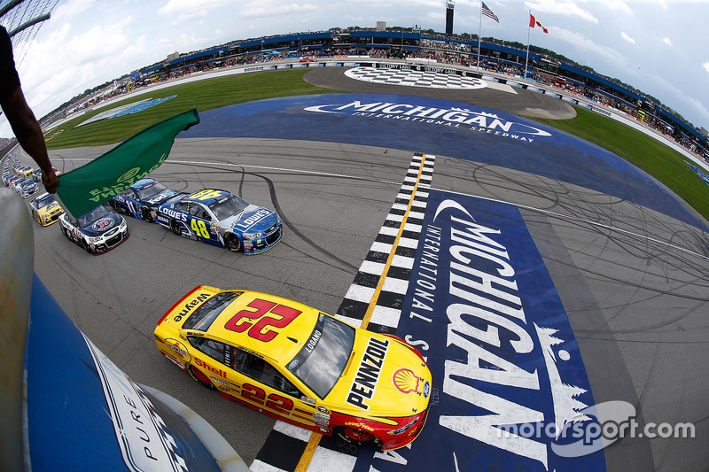 Start: Joey Logano, Team Penske Ford lider