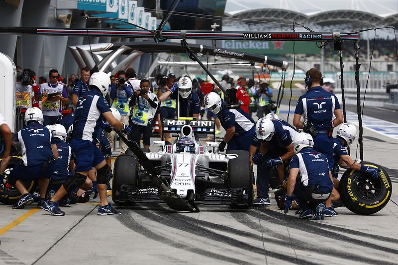 Valtteri Bottas, Williams FW38, pit action