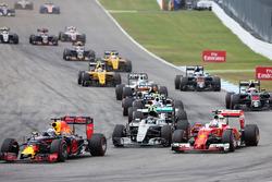 Даниэль Риккардо, Red Bull Racing RB12, Нико Росберг, Mercedes AMG F1 W07 Hybrid и Себастьян Феттель