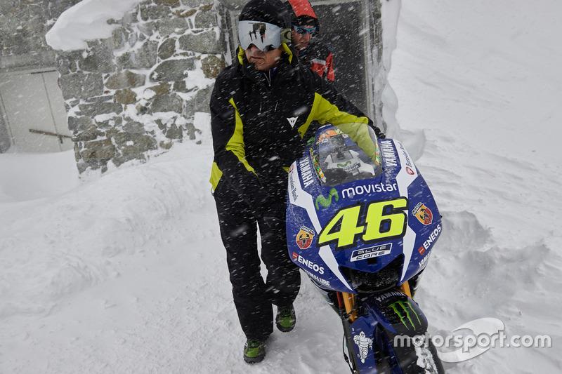 2016 Yamaha YZR-M1 von Valentino Rossi, Yamaha Factory Racing