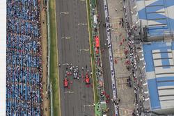 Обладатель поула Льюис Хэмилтон, Mercedes AMG F1, второе место – Кими Райкконен, третье место — Себастьян Феттель, Ferrari
