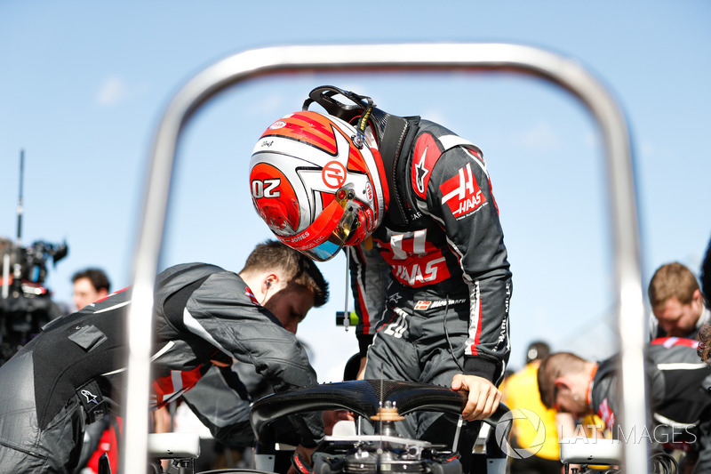 Kevin Magnussen, Haas F1 Team VF-18 Ferrari, prepares on the grid