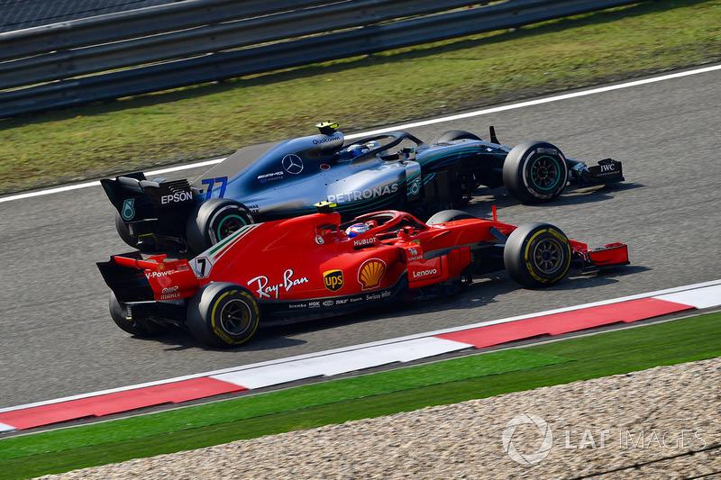 Kimi Raikkonen, Ferrari SF71H y Valtteri Bottas, Mercedes-AMG F1 W09 EQ Power