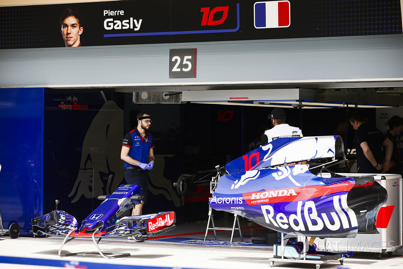 The garage of Pierre Gasly, Toro Rosso