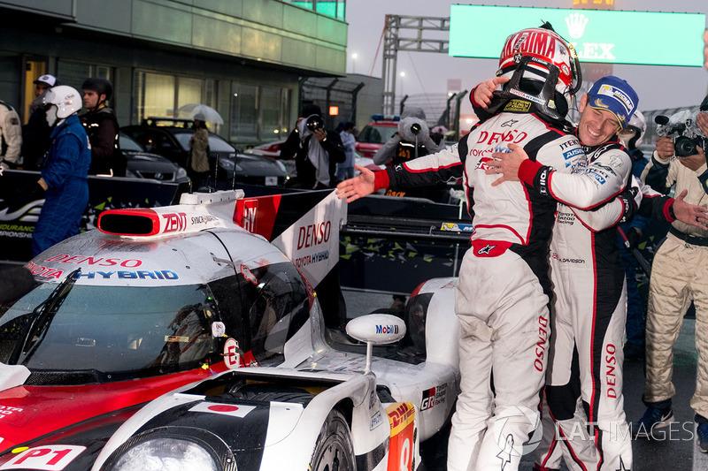 Los ganadores #8 Toyota Gazoo Racing Toyota TS050 Hybrid: Anthony Davidson, Kazuki Nakajima