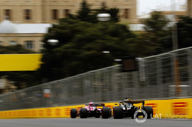 Sergio Perez, Force India VJM11 Mercedes, Nico Hulkenberg, Renault Sport F1 Team R.S. 18
