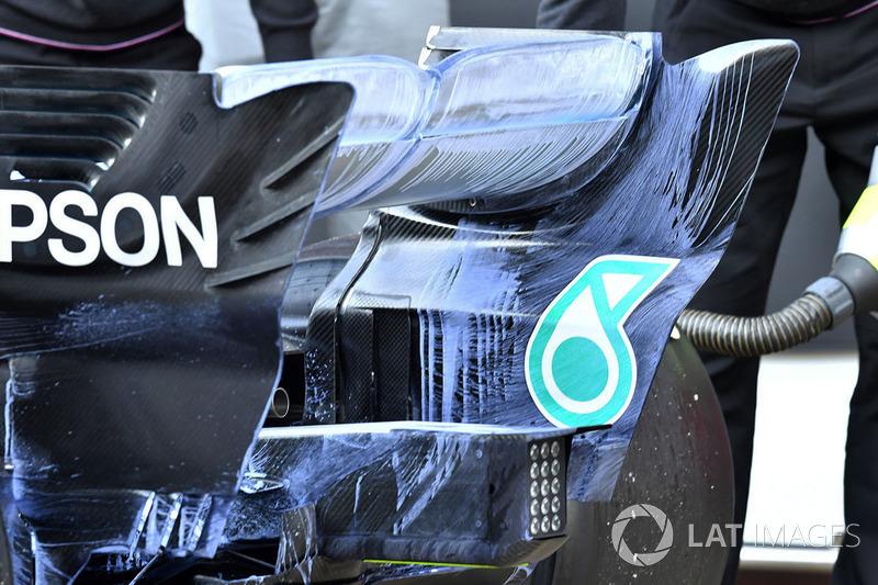 Pintura aplicada sobre el alerón trasero del Mercedes-AMG F1 W09