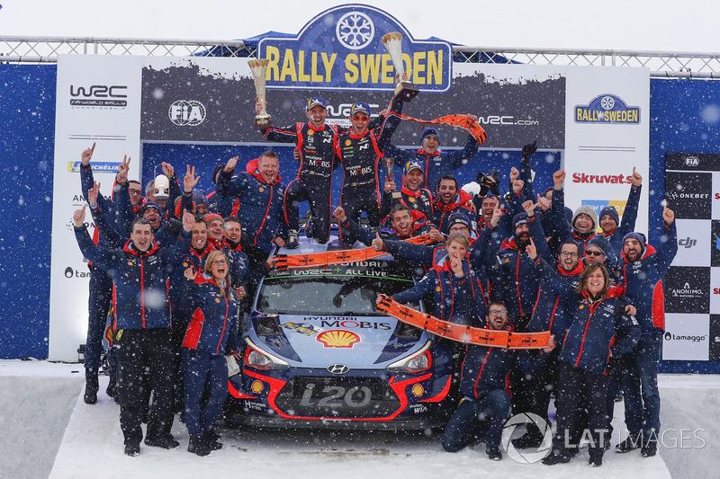 Победители Тьерри Невилль и Николя Жильсуль, Hyundai i20 Coupe WRC