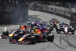 Daniel Ricciardo, Red Bull Racing RB13 et Max Verstappen, Red Bull Racing RB13 au départ