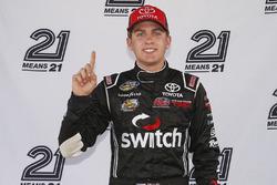 Noah Gragson, Kyle Busch Motorsports Toyota gana la pole