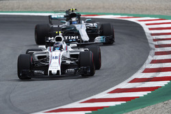 Lance Stroll, Williams FW40, Valtteri Bottas, Mercedes AMG F1 W08