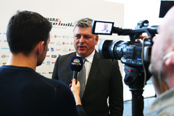 Otmar Szafnauer, Sahara Force India F1 Chief Operating Officer with the media