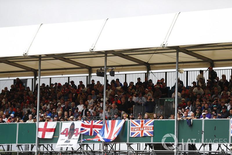 Banderas para Lewis Hamilton, Mercedes AMG F1