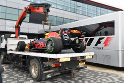 The car of Daniel Ricciardo, Red Bull Racing RB13 is recovered after stopping on track in Q1