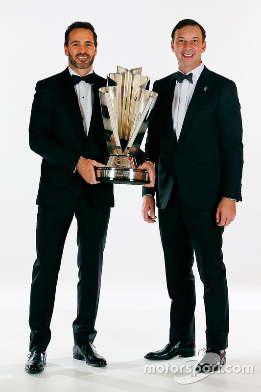 Campeón Jimmie Johnson, Hendrick Motorsports Chevrolet y el jefe del equipo Chad Knaus
