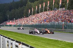 Esteban Ocon, Sahara Force India F1 VJM10, Fernando Alonso, McLaren MCL32, Sergio Perez, Sahara Force India F1 VJM10