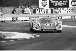 Porsche 917 K menuju kemenangan Le Mans 24 Jam