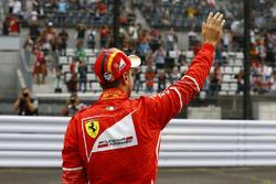 Sebastian Vettel, Ferrari, zwaait naar het publiek