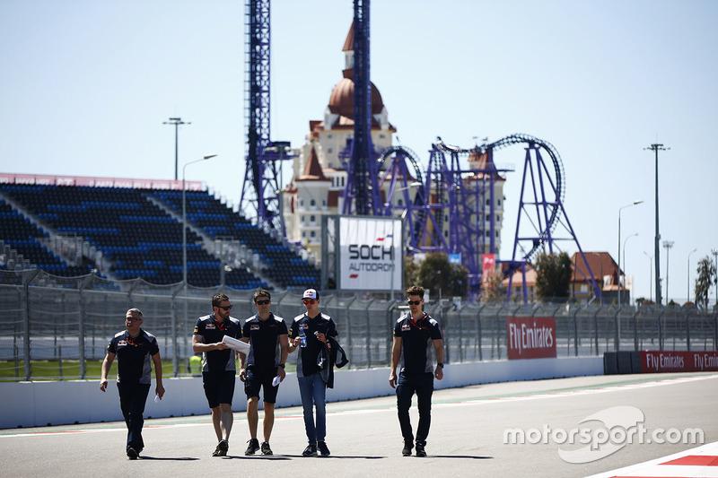 Daniil Kvyat, Scuderia Toro Rosso, conducts a track walk