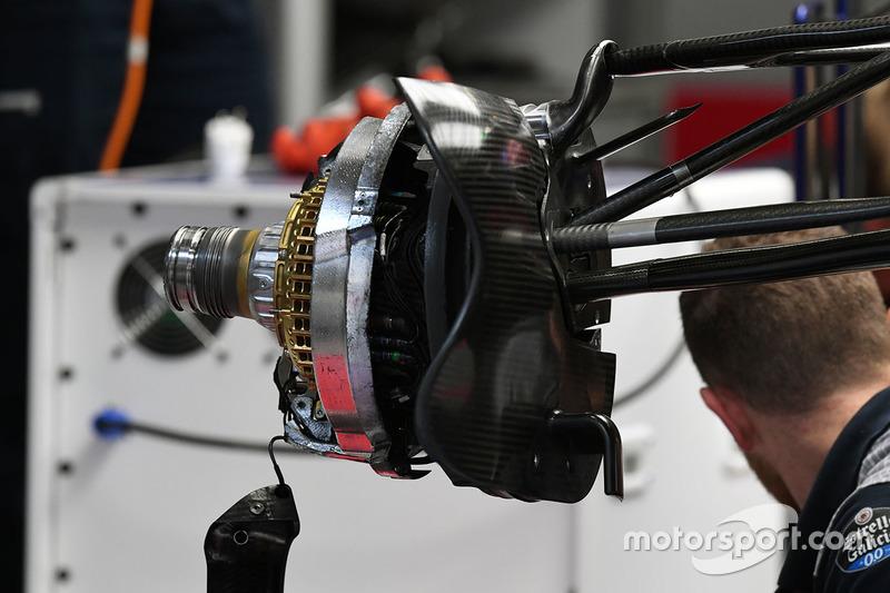 Scuderia Toro Rosso STR12, freno anteriore