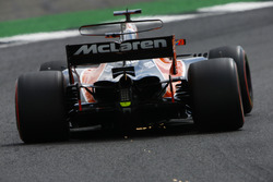 Fernando Alonso, McLaren MCL32, throws up some sparks