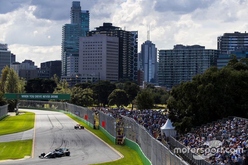 Valtteri Bottas, Mercedes AMG F1, W08; Max Verstappen, Red Bull Racing, RB13