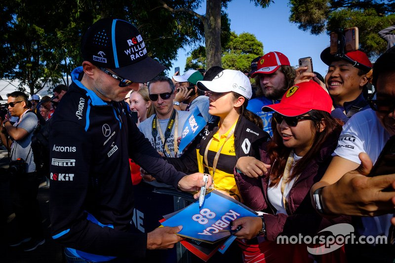 Robert Kubica, Williams Racing, firma autografi ai tifosi
