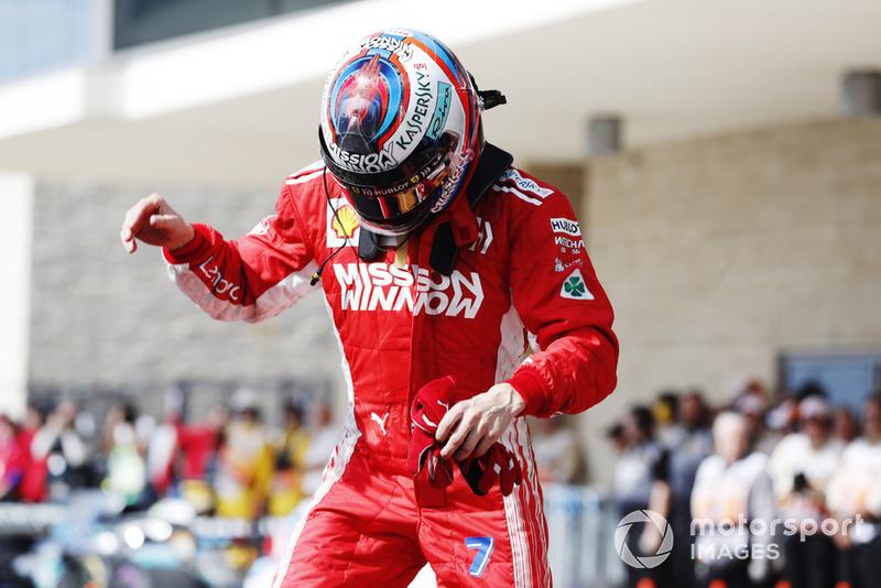 Kimi Raikkonen, Ferrari, primera posición, celebra su llegada a Parc Ferme