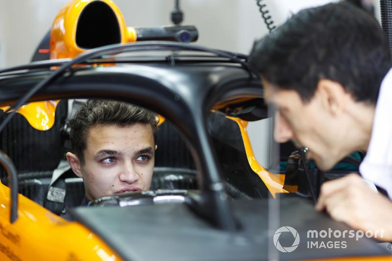 Lando Norris, McLaren, dans le cockpit de la McLaren MCL33