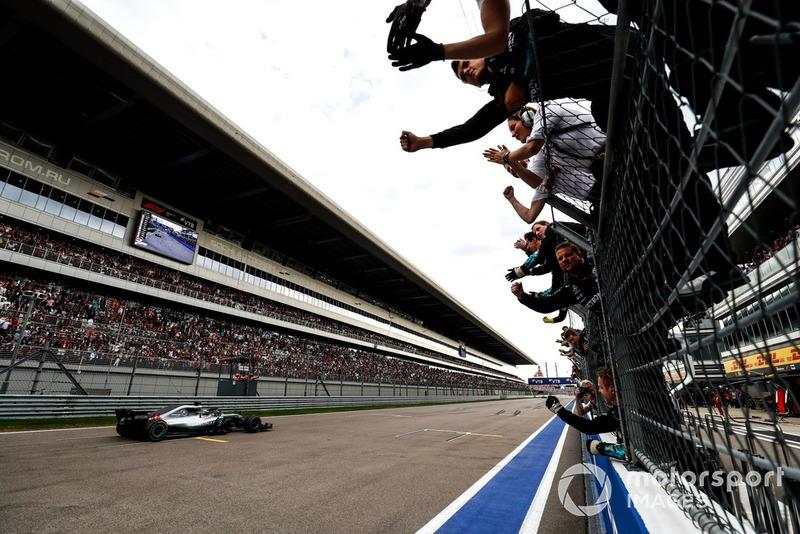 Hamilton 70, Mercedes 84
