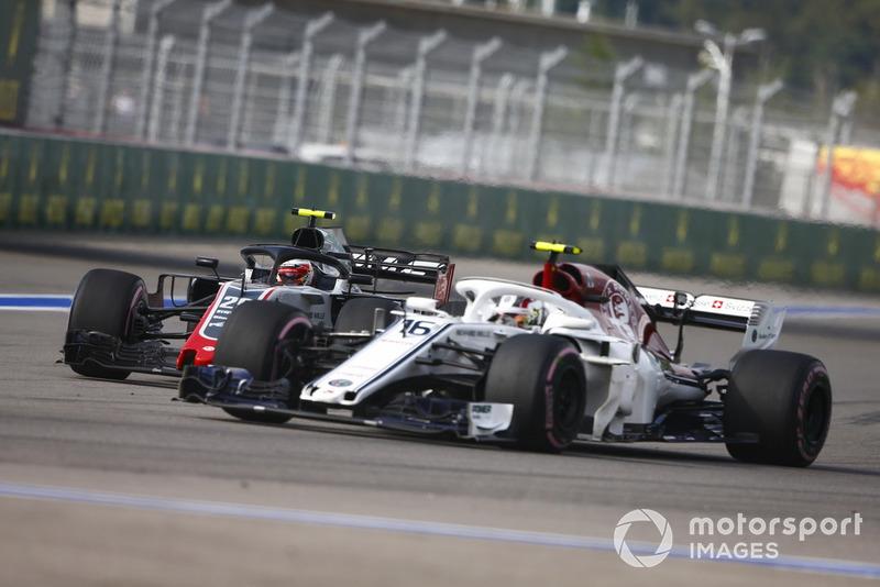 Charles Leclerc, Sauber C37, Kevin Magnussen, Haas F1 Team VF-18