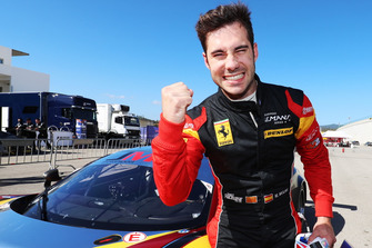 Pole position GTE, #66 JMW Motorsport Ferrari F488 GTE: Miguel Molina