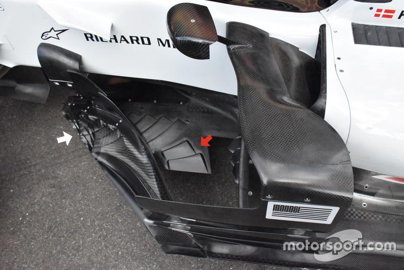 Haas F1 Team VF-18, padlólemez