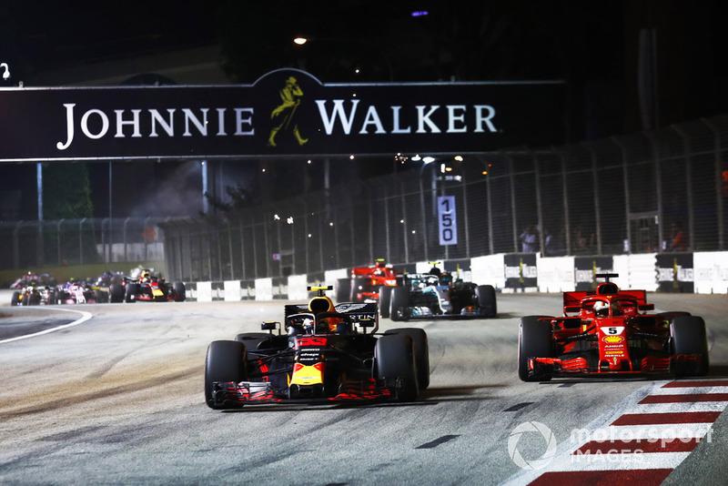 Max Verstappen, Red Bull Racing RB14, batalla con Sebastian Vettel, Ferrari SF71H al inicio