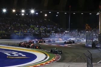 Lewis Hamilton, Mercedes AMG F1 W09 EQ Power+ leads Max Verstappen, Red Bull Racing RB14 and Sebastian Vettel, Ferrari SF71H