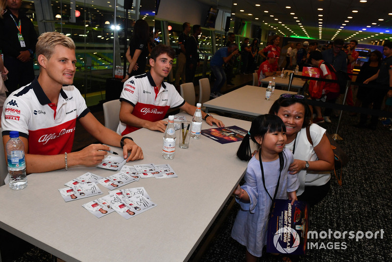 Marcus Ericsson, Sauber and Charles Leclerc, Sauber at the fans autograph session