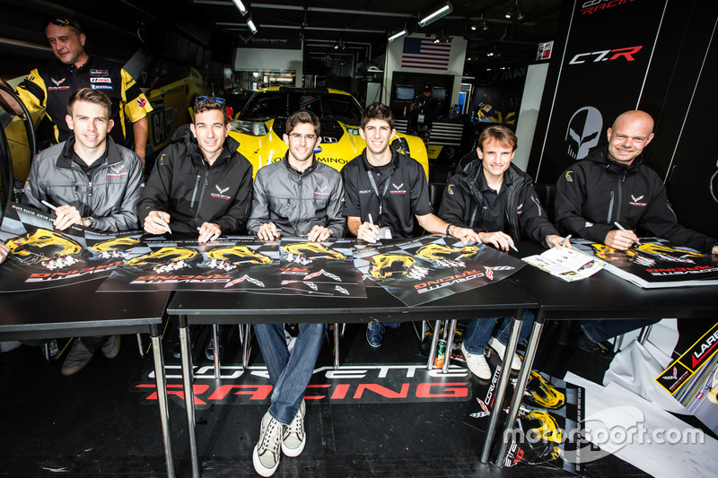 #64 Corvette Racing Chevrolet Corvette C7-R: Олівер Гевін, Томмі Мілнер, Джордан Тейлор, #63 Corvett