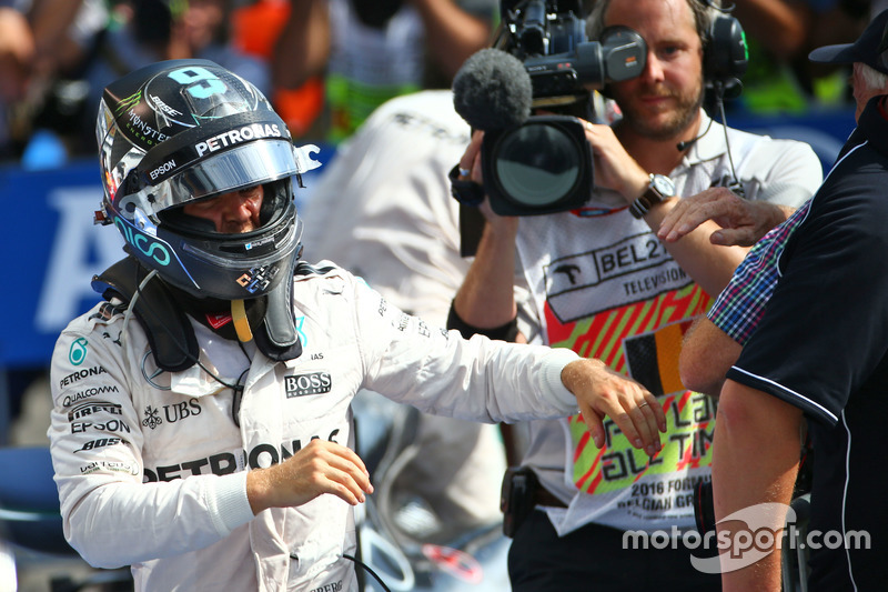 Race winner Nico Rosberg, Mercedes AMG F1 in parc ferme